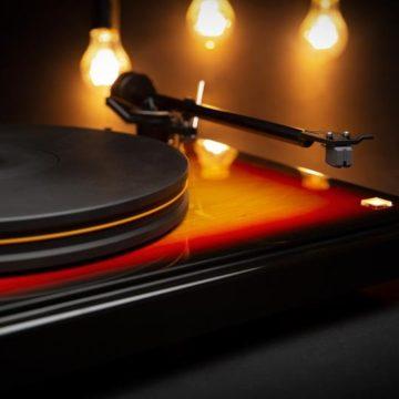 Gyönyörű lemezjátszót rakott össze MoFi